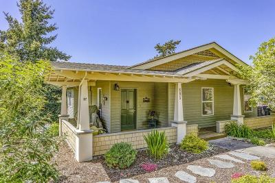 Ashland Single Family Home For Sale: 895 Oak Street