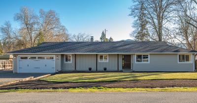 Medford Single Family Home For Sale: 2118 Dellwood Avenue