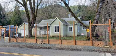 Single Family Home For Sale: 200 Main Street