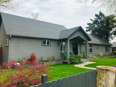 Medford Single Family Home For Sale: 502 Mae Street
