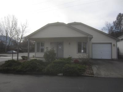 Grants Pass Single Family Home For Sale: 812 Bower Lane
