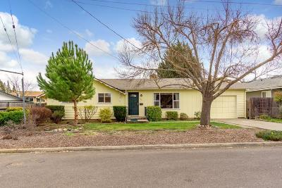 Central Point Single Family Home For Sale: 588 N Sixth Street