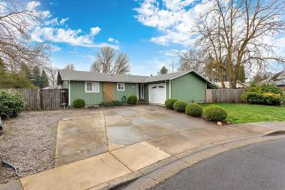 Medford OR Single Family Home For Sale: $247,000