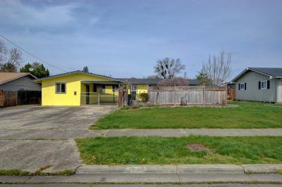 Medford Single Family Home For Sale: 1711 Easy Street