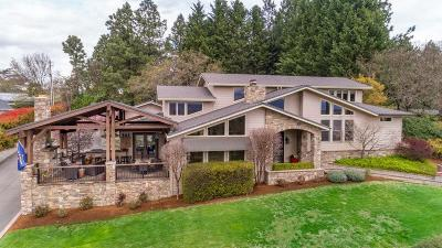 Medford OR Single Family Home For Sale: $990,000