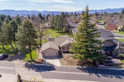 Medford Single Family Home For Sale: 40 Jack Nicklaus Road