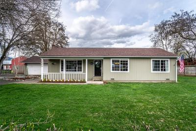Medford Single Family Home For Sale: 3660 Madrona Lane