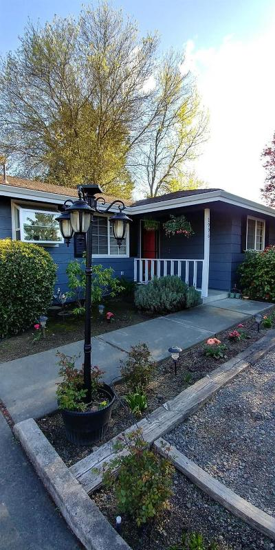 Medford Single Family Home Active-72HR Release: 2996 Lazy Creek Drive