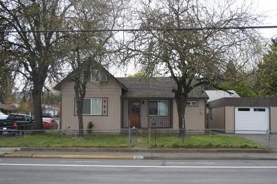 Josephine County Single Family Home For Sale: 804 NE D Street