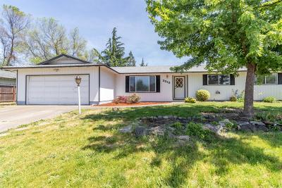 Medford Single Family Home For Sale: 2212 Arctic Circle