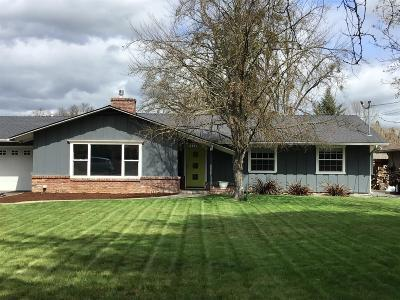 Medford Single Family Home For Sale: 3376 W Main Street