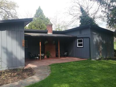Grants Pass OR Single Family Home For Sale: $270,000