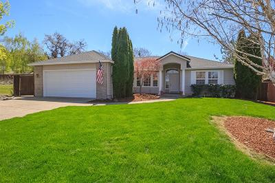 Eagle Point Single Family Home For Sale: 1214 Stonegate Drive