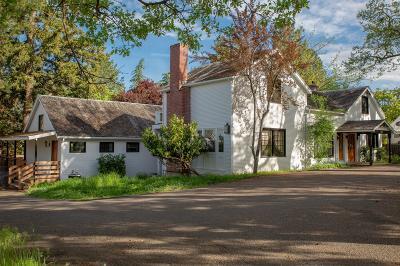 Jacksonville Single Family Home For Sale: 560 N Oregon Street