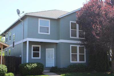 Medford Condo/Townhouse For Sale: 3162 Juniper Ridge Drive #B