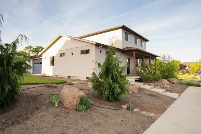 Eagle Point Single Family Home For Sale: 25 Terra Linda Court