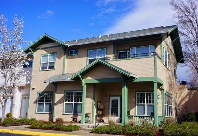 Ashland Condo/Townhouse For Sale: 829 Boulder Creek Lane