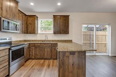 Phoenix Condo/Townhouse For Sale: 400 Oak Street