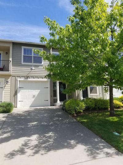 Medford Condo/Townhouse For Sale: 131 Eagle Trace Drive