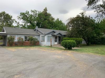 Grants Pass Single Family Home For Sale: 518 Edgewater Drive