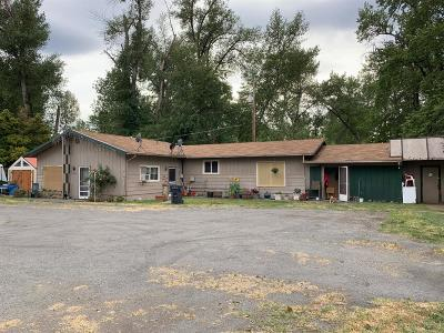 Grants Pass Single Family Home For Sale: 526 Edgewater Drive