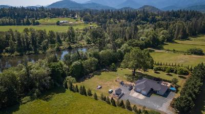 Josephine County Single Family Home For Sale: 825 Riverbanks Road