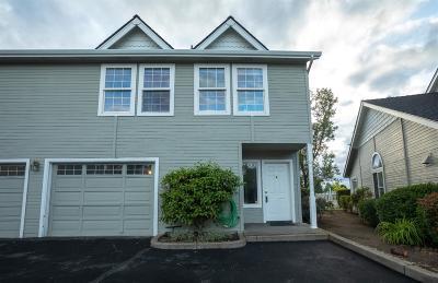 Medford Condo/Townhouse For Sale: 1224 N Modoc Avenue #14