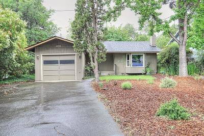 Grants Pass Single Family Home For Sale: 1050 NW Hillside Drive