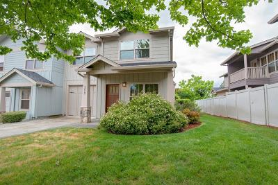 Medford Condo/Townhouse For Sale: 3126 Alameda Street #202