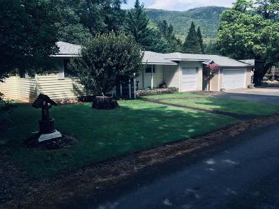 Grants Pass Single Family Home For Sale: 122 Landsiedel Lane