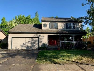 Medford Single Family Home For Sale: 2720 Stonebrook Drive