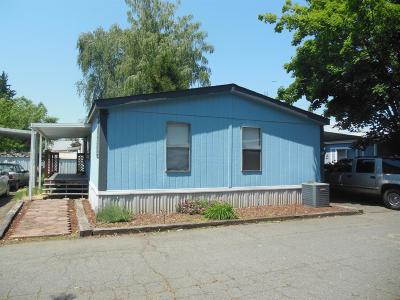 Merlin, Sunny Valley, Wimer, Rogue River, Wilderville, Grants Pass Mobile Home For Sale: 203 Chestnut Lane