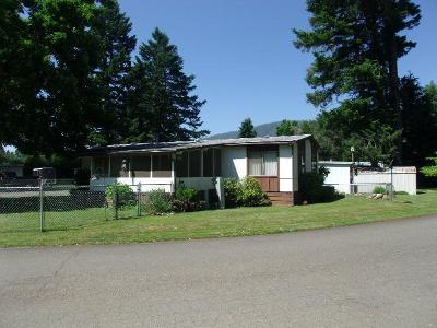 Cave Junction Mobile Home For Sale: 222 Ollis Road #46