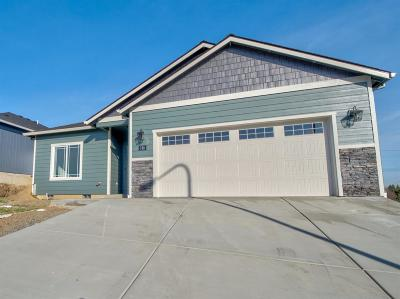 Medford Single Family Home For Sale: 616 Nobility Drive
