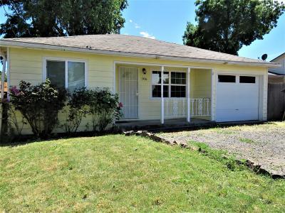 Single Family Home For Sale: 106 Elk Street