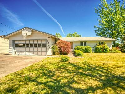 Medford Single Family Home For Sale: 2240 W Prune Street