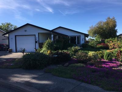 Medford Single Family Home For Sale: 313 Pawnee Street