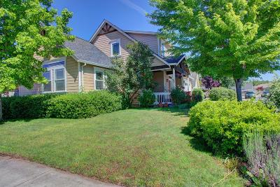 Central Point Single Family Home For Sale: 239 Meadowbrook Drive