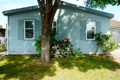 Jackson County, Josephine County Mobile Home For Sale: 633 E Archwood Drive #50