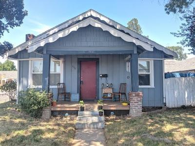 Single Family Home For Sale: 208 Jackson Street
