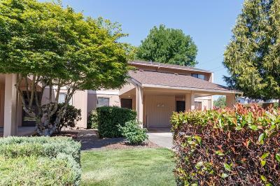 Grants Pass Condo/Townhouse For Sale: 1004 SE Camelot Drive