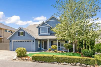 Medford Single Family Home For Sale: 234 Fieldbrook Court