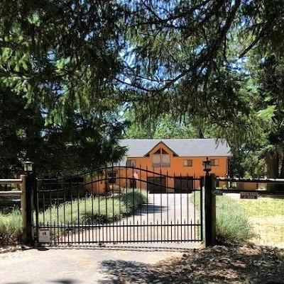 Grants Pass Single Family Home For Sale: 3500 Riverbanks Road