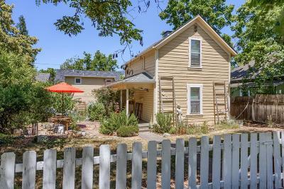 Ashland Single Family Home For Sale: 843 B Street