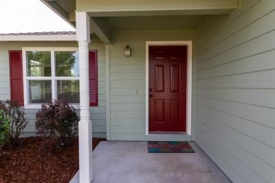 Eagle Point Single Family Home For Sale: 415 St Clair Way