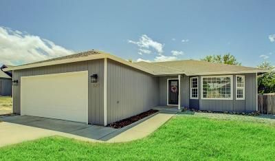 Eagle Point Single Family Home For Sale: 639 N Heights Drive