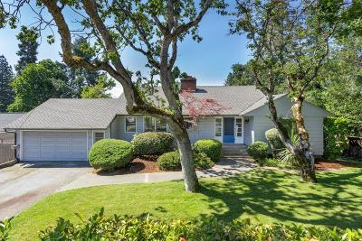 Medford Single Family Home For Sale: 2136 Hillcrest Road