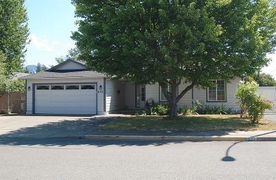 grants pass Single Family Home For Sale: 653 Leonard Street
