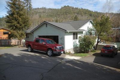 Jackson County, Josephine County Single Family Home For Sale: 22630 Highway 62