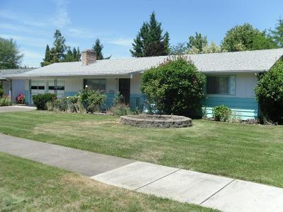 Medford OR Single Family Home For Sale: $250,000